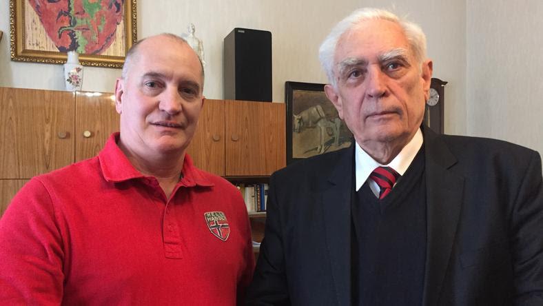 Juhos Csaba állatorvos (balra) is kipróbálta Horváth szérumát /Fotó: SchererZsuzsa