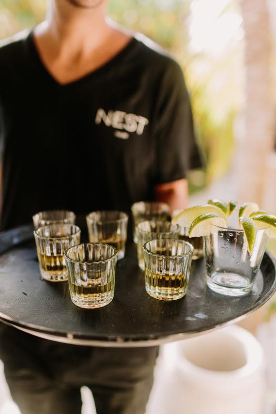Tequila trinken war ein weiterer Teil der Hochzeit zu genießen, der Geschmack des Ortes