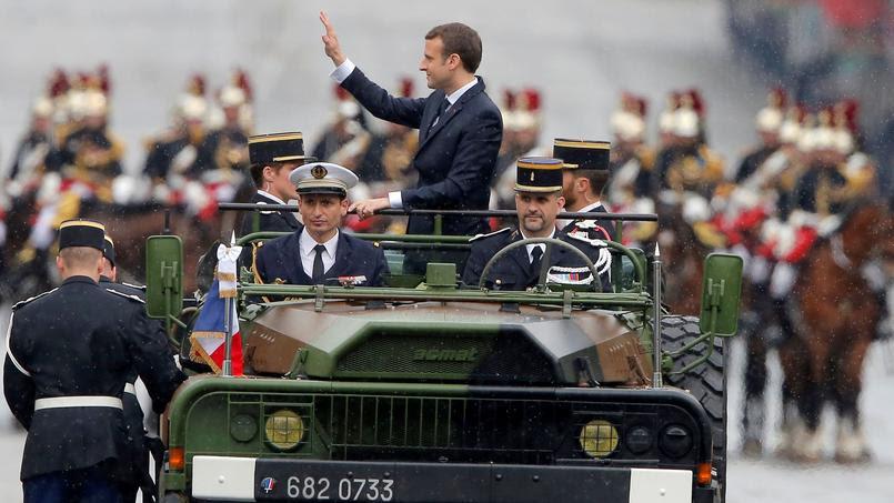 """Résultat de recherche d'images pour """"Emmanuel Macron a remonté seul les Champs-Élysées à bord d'un command car."""""""