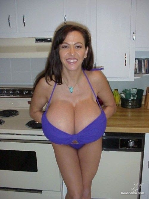 Extremely huge breasts - Pictures nr 18