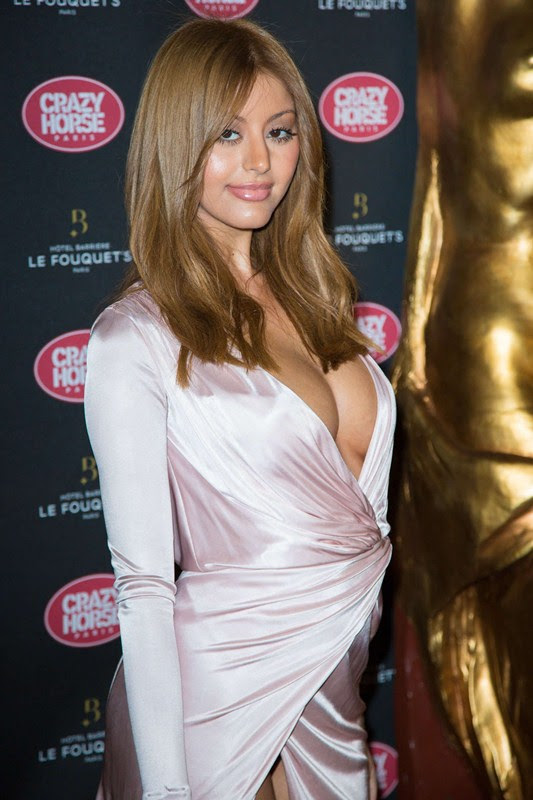 Zahia-Dehar-Without-Underwear-Paris-Kanoni-1