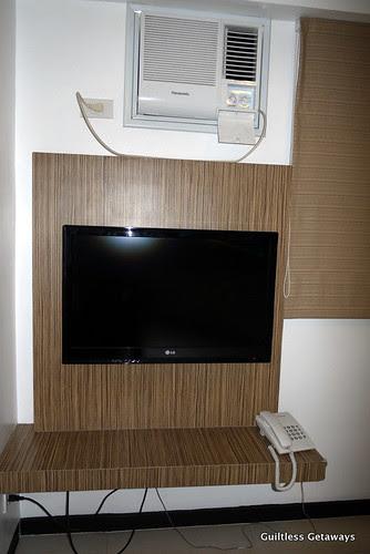 isuites-kimono-room-tv.jpg