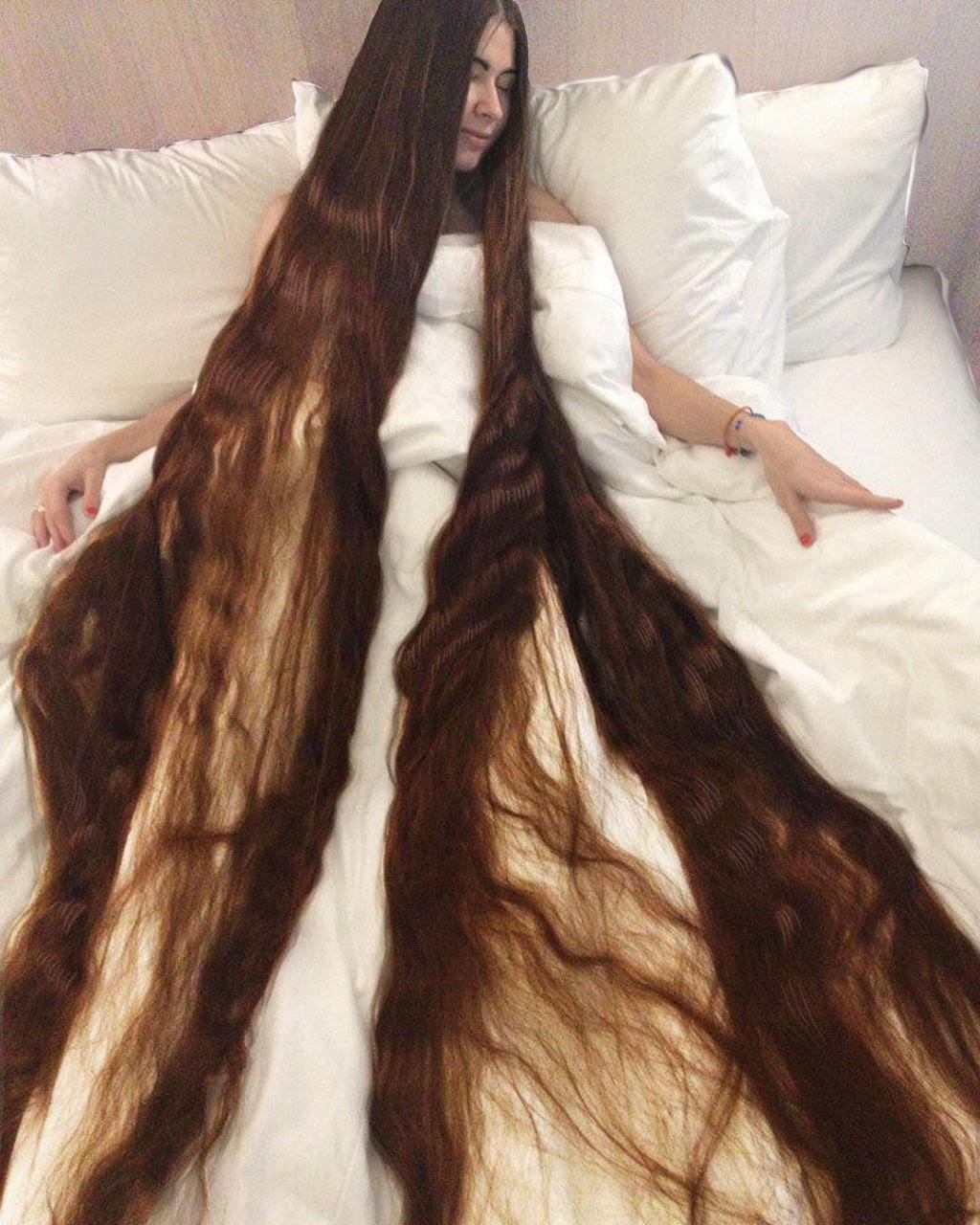 Queria ser a Rapunzel da vida real e não cortou seu cabelo em 20 anos 04