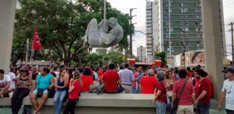 Várias lideranças se concentram em frente ao Monumento Tortura Nunca Mais / Foto: Ashlley Melo/JC Imagem
