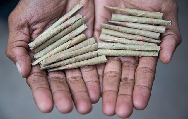 fumar indio trabajo de mano