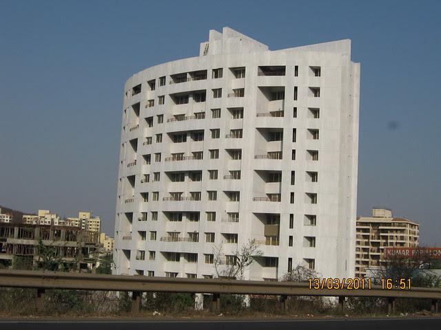 Kumar Papillon 2 BHK - 3 BHK Flats on Mumbai Bangalore Bypass at Pashan Pune