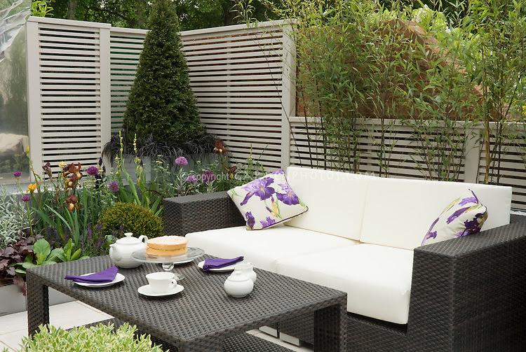 Outdoor garden room set for dining | Plant & Flower Stock ...