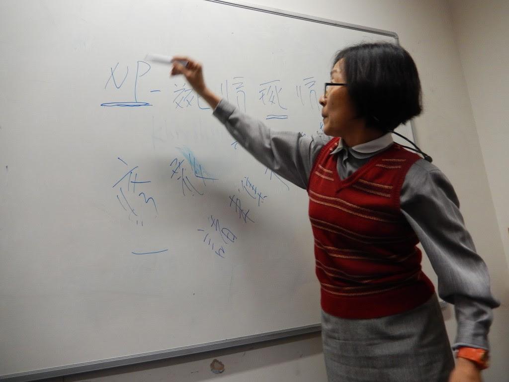 Lin Ying-chin writing Tangut characters