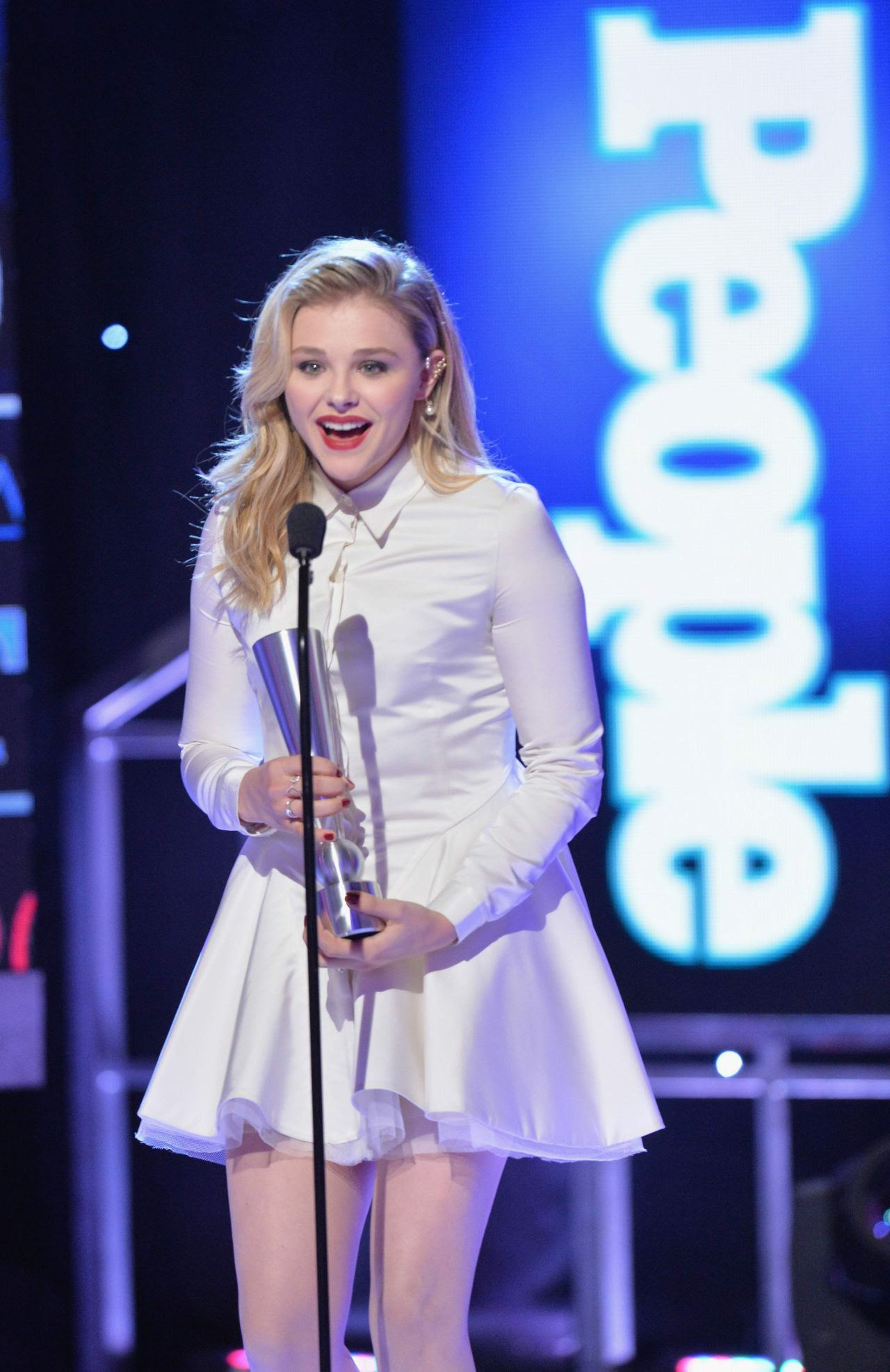 http://celebmafia.com/wp-content/uploads/2014/12/chloe-moretz-2014-people-magazine-awards-in-beverly-hills_13.jpg