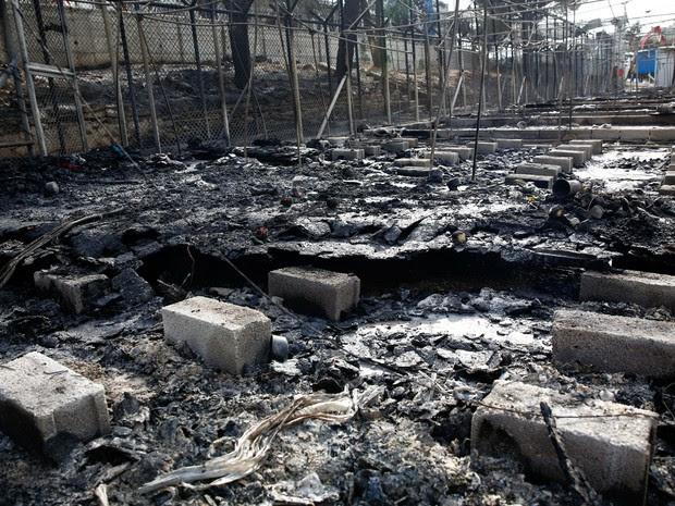 ONG que teve acesso ao local diz que a situação se assemelhava à de uma zona de guerra (Foto: Reuters/Giorgos Moutafis)