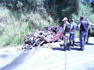Segundo a polícia, vítimas são duas mulheres e três homens (Foto: Saulo José da Silva)