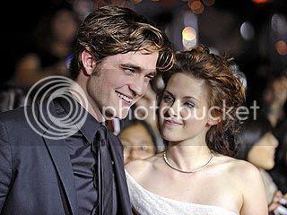 http://i1239.photobucket.com/albums/ff506/foforks/Kristen%20Stewart/Pattinson-Stewartplanningasecretwedding.jpg