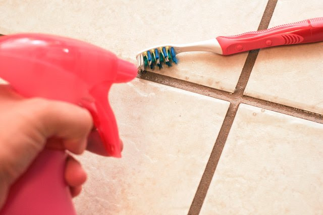 How to Clean Ceramic Tile Floors With Vinegar   eHow