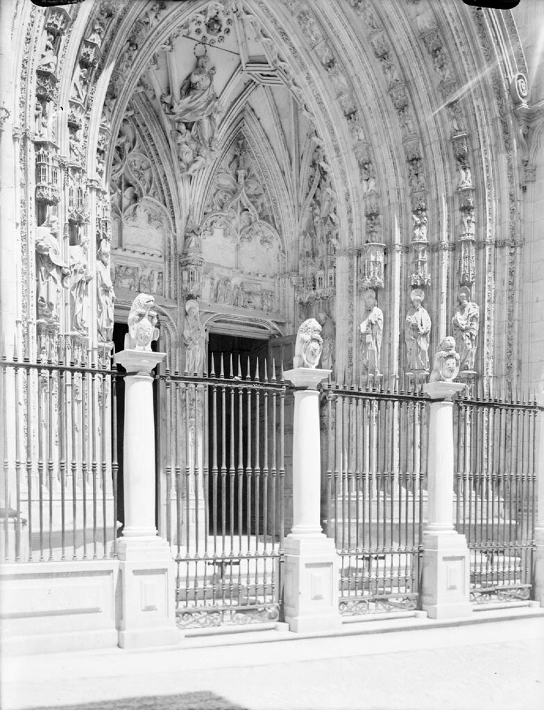 Puerta de los Leones en los años 20. Detalle de una Fotografía de Otto Wünderlich. © Fototeca del Patrimonio Histórico