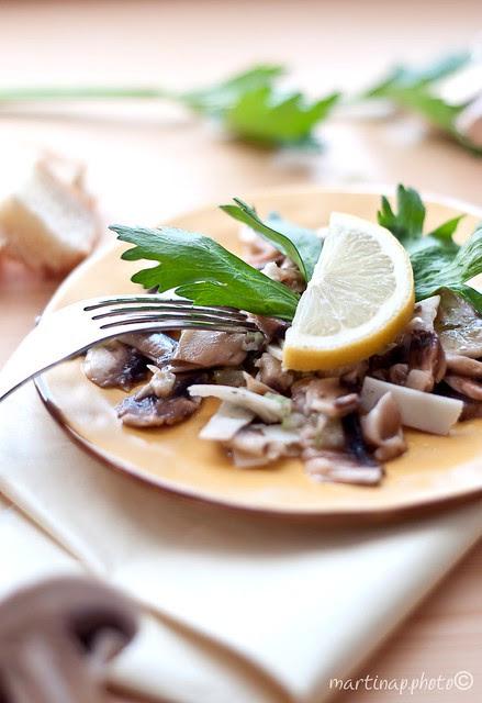 Insalata di Champignon, sedano verde e Parmigiano