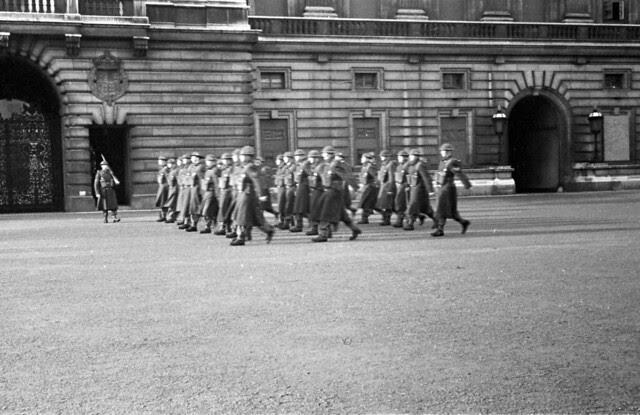 Guard Change at Buckingham Palace 01