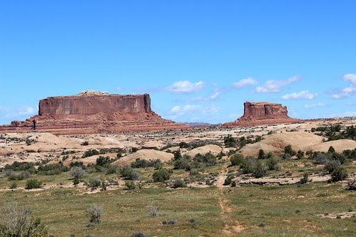 IMG_2363_Moniter_&_Merrimac_Rock_Formations_on_Drive_into_Island_in_the_Sky
