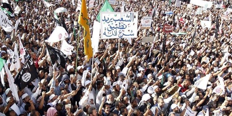 المطلوب من الحركات الإسلامية أن توضح مواقفها من الديمقراطية