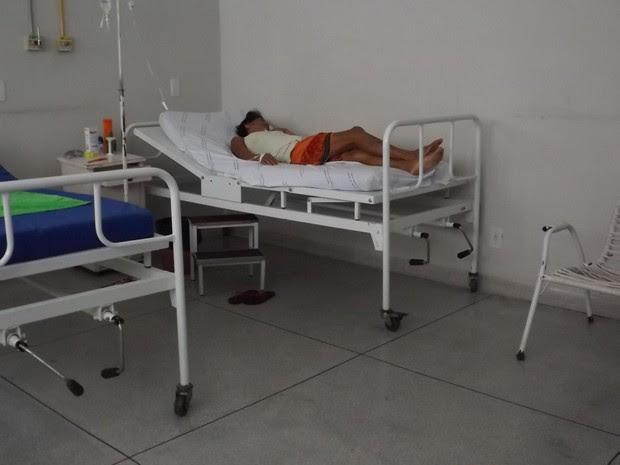 Mulher chegou ao Hospital Municipal de Guaraí muito debilitada (Foto: Marcelo Gris/GuaraíNotícias)