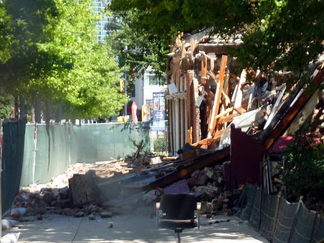 P1030868-2010-09-04-Shutze-Dwoskin-Teardown-West-Facade-Peachtree-East-Sidewalk