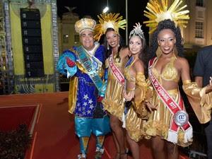 Rei Momo com a rainha e as princesas do carnaval (Foto: Elias Dantas/Ag. Haack)