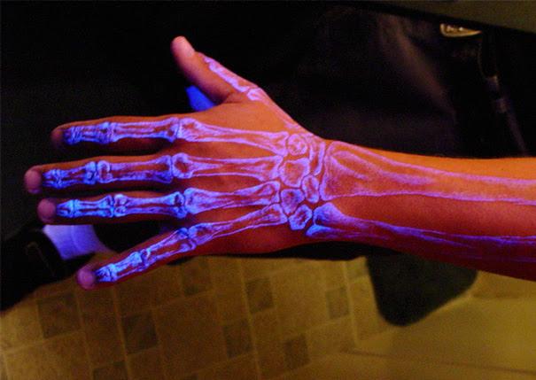 tatuajes-ultravioletas-oscuridad-luz-negra (4)