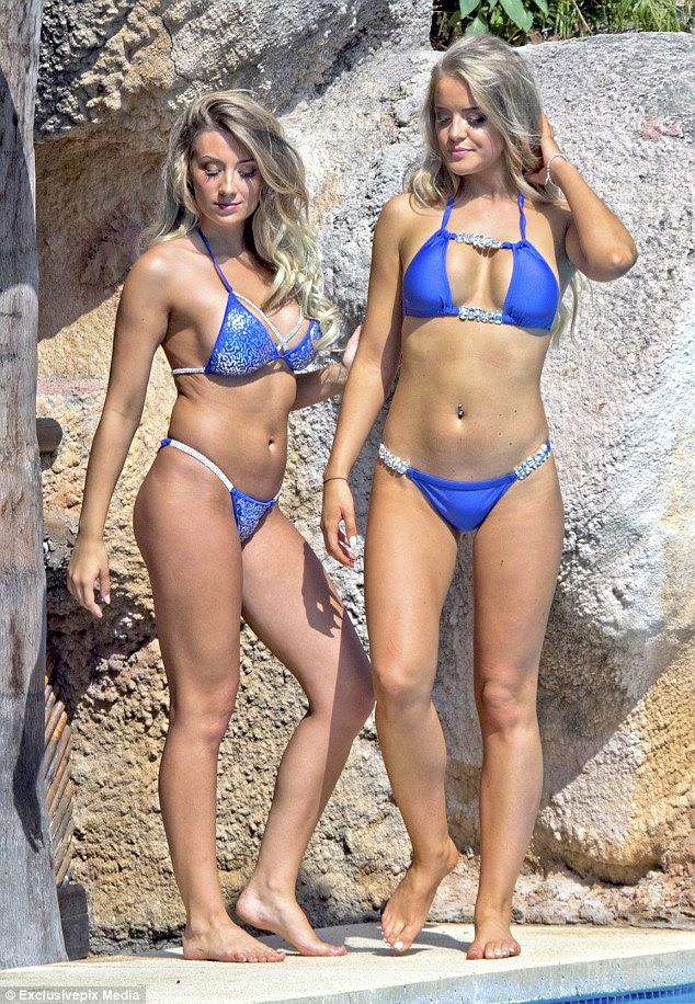 Sentindo-se triste?  Ex Por Megan Clark do Beach e Take Me Out de Sophie Whitaker sunned-se em Marbella, Espanha, enquanto desfruta de férias de meninas na quinta-feira