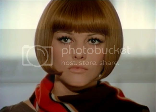 photo claudia_cardinale_tente_rouge-5.jpg