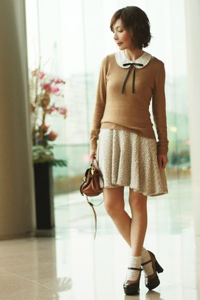 Eggshell-dress-camel-h-m-sweater-brown-alexa-mini-mulberry-bag_400