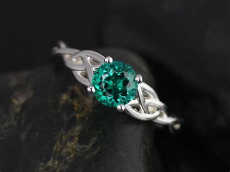 Rosados Box Cassidy 6mm White Gold Round Emerald Celtic