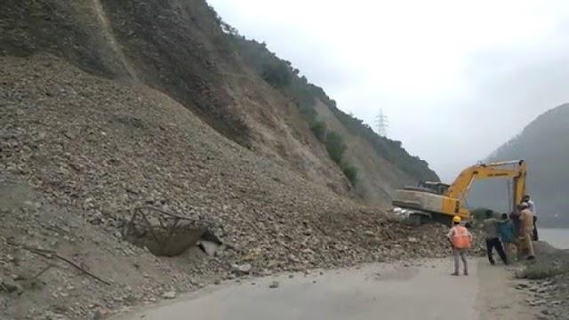 Landslides, Shooting Stones Force Closure Of Kashmir Highway