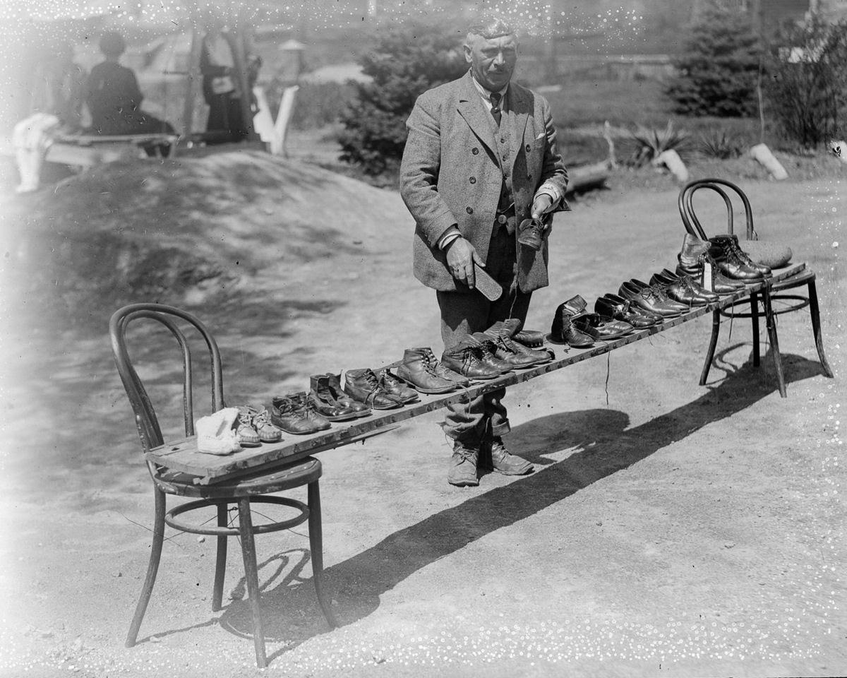Como uma família com 13 filhos era empilhada em um carro em 1925 14