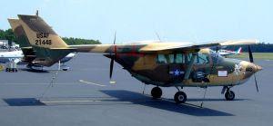Bimotor Cessna Skymaster de los utilizados por la aviación usamericana contra El Salvador y Vietnam, luego adquiridos por Hermanos al Rescate con la ayuda de la congresista de la Florida Ileana Ros-Lehtinen.