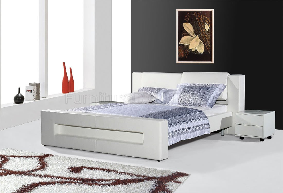 White Leatherette Modern Bed w/Adjustable Headboard