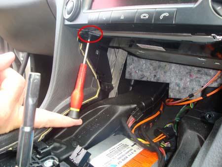 Mercedes W211 COMAND AUDIO fixing screws picture