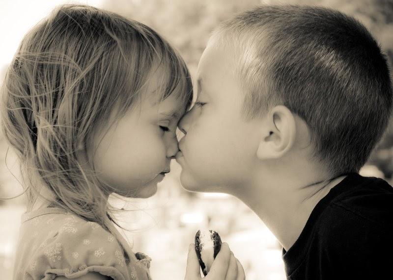 Здоровом теле, мальчик целует девочку картинки