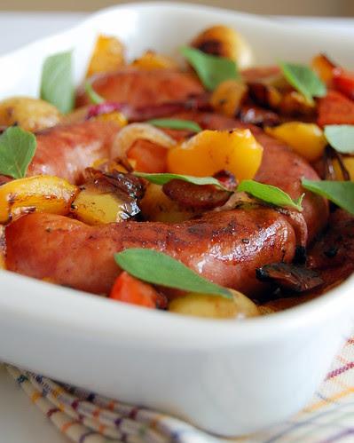 Easy sausage bake / Lingüiças assadas com tomate, pimentão e batata