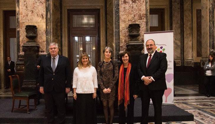 Mariana Mota: Uno de los objetivos es efectivizar el carácter nacional de la INDDHH. Foto: Asunción del nuevo Consejo Directivo de la INDDHH/ Parlamento.