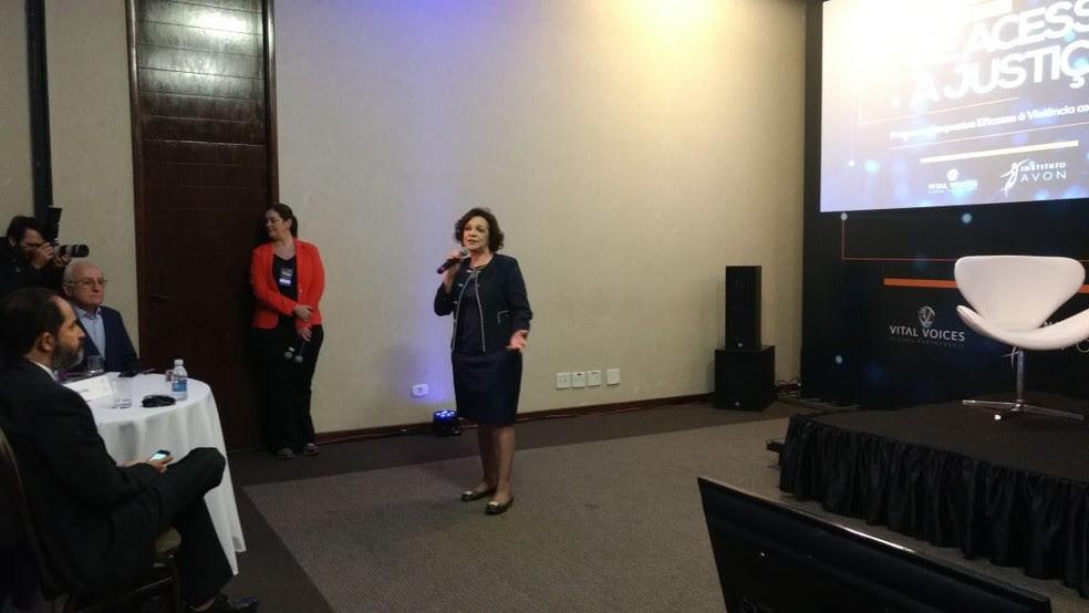 A secretária de Políticas para as Mulheres, Fátima Pelaes (Foto: Graziele Frederico/G1)