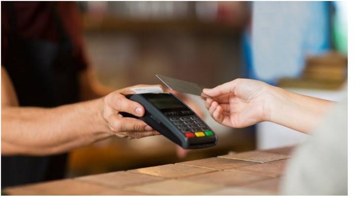EET: Παραμένει το όριο των 50 ευρώ για ανέπαφες συναλλαγές με κάρτες πληρωμών