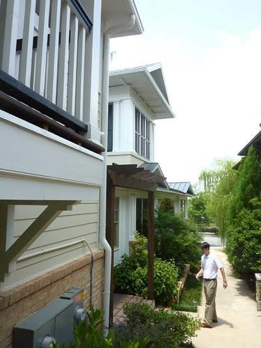 P1020692-2010-06-22-Glenwood-Park-Domenick-Treschitta-Explains-Alley-2005-SLHouse
