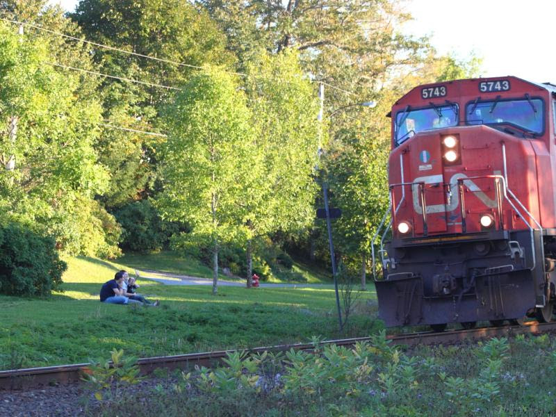 CN 5743 and family waving