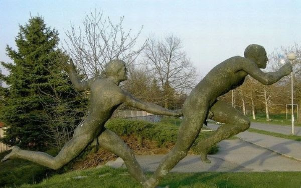strange statues 34 Amazing Statues In The World