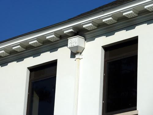 P1000620-2010-02-07-Shutze-Emory-Rich-Memorial-South-Facade-Eave-Detail