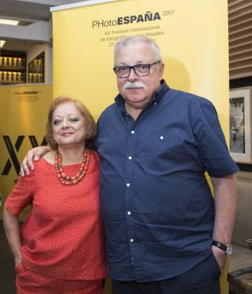 Los premiados Cristina García Rodero y Juan Manuel Díaz Burgos, en Madrid.