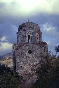 Ο ασυνήθιστα ψηλός τρούλος του Αγίου Αντωνίου στα Αγγελιανά