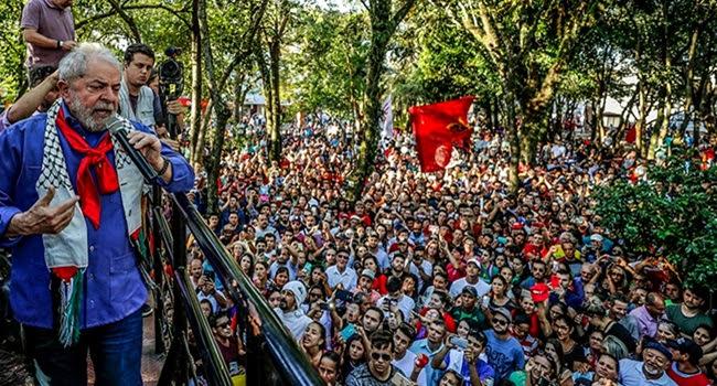 Mesmo preso, Lula lidera com folga pequisa