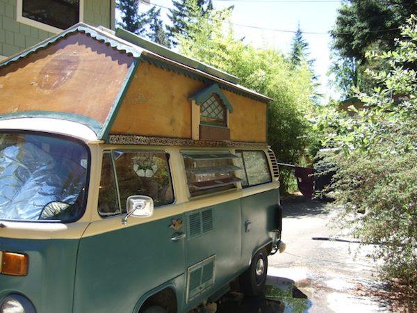 μικρό λεωφορείο σπίτι με βιτρό 1 Tiny Σπίτι Λεωφορείο με Βιτρώ