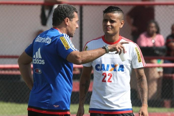 Everton e Luxemburgo na Gávea (Foto: Gilvan de Souza / Flamengo)