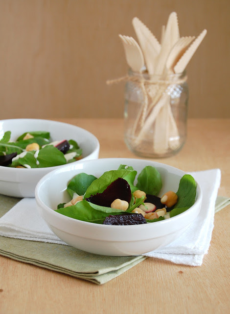 Beetroot, chickpea and arugula salad / Salada de rúcula, grão-de-bico e beterraba